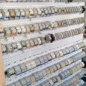 Автоматические выключатели, изоляторы, трансформаторы, УЗА